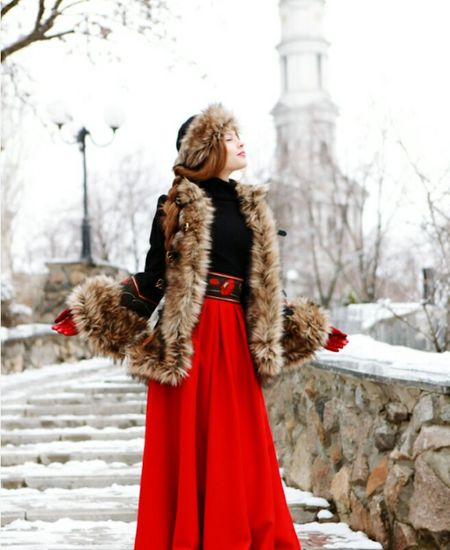 Winter Warm Clothing Red Cold Temperature Snow Fur Fur Coat Christmas One Woman Only Young Adult Walking Glove Adults Only Beauty Only Women Coat One Person Holding Beautiful Woman Beautiful People