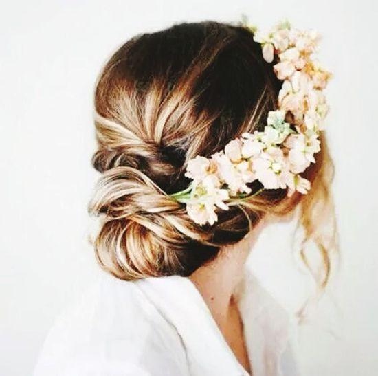 Wedding Flowers :) Brown Hair Flower Hairband this is beautiful brown hair. It looks very beautiful brown hait. I love this.