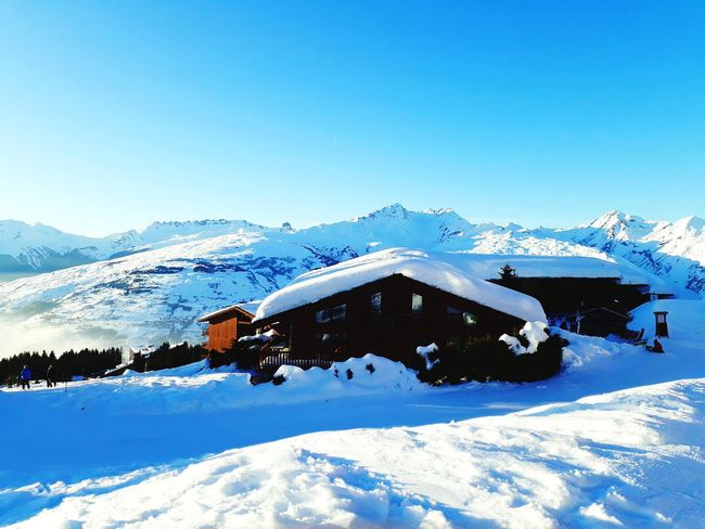 Cjalet dans la neige Snow Cold Temperature Winter Mountain Nature Outdoors Snowcapped Mountain Mountain Range Landscape Architecture Clear Sky
