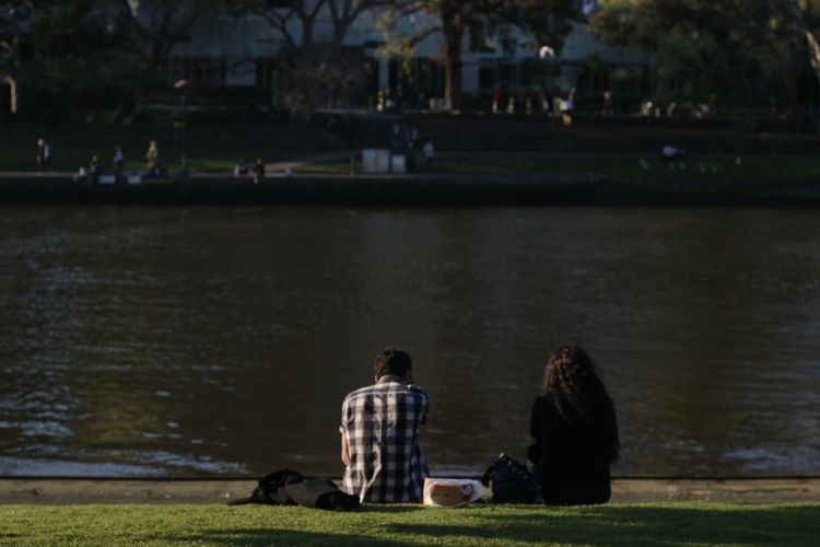 Couple Park Summer Riverside Dusk In The City Backs Man Woman Yarra River