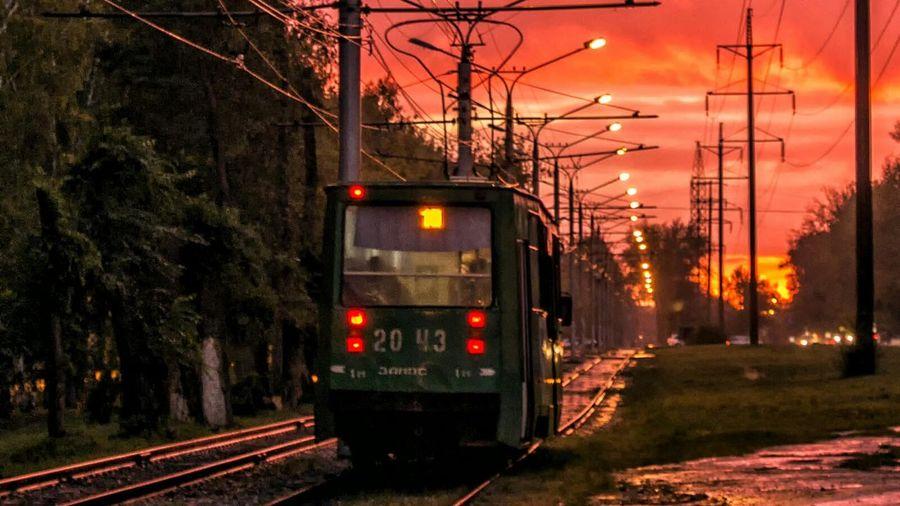 Вечерним трамваем по мокрому городу. Sunset And Clouds  Light And Shadow Road Street осень Autumn