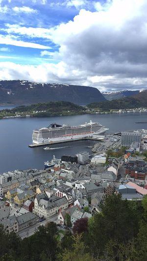 Cruise ship,