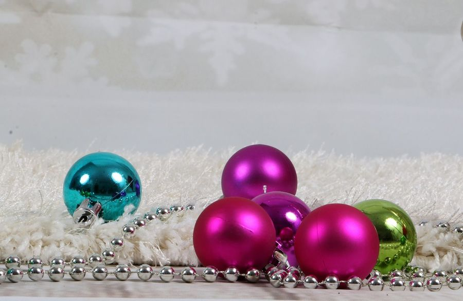 christmas decoration is lying in the studio Christmas Christmas Balls Studio Weihnachten Weihnachtskugeln Xmas Carpet Celebrate Celebration Christmas Christmas Decoration Christmas Ornament Decoration Indoors  Lametta Large Group Of Objects Magenta Multi Colored No People Shiny