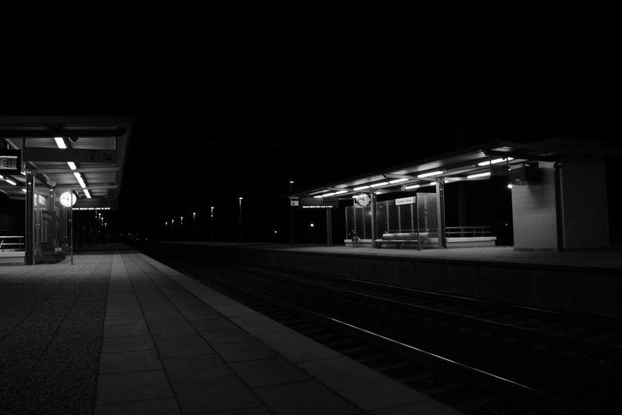 Illuminated Night Indoors  No People Architecture Travel Trainstations Estacao Comboio Estación De Tren Gare Rail Black And White Noir Et Blanc Preto E Branco