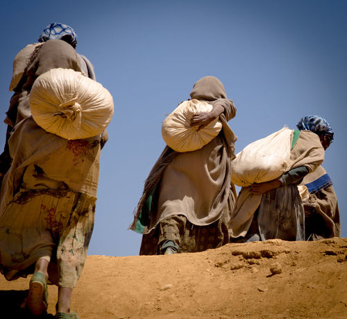 Africa Ethiopia Hard Labour Hardwork Harte Arbeit Heat Penal Labour Quarry Sand Sack Sandsäcke Schweißtreibend Steinbruch Tagelöhner äthiopien The Photojournalist - 2017 EyeEm Awards EyeEmNewHere Hard Work