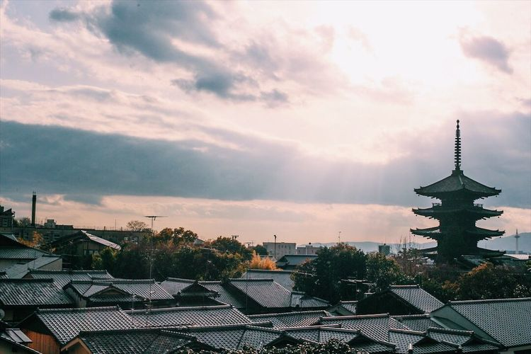 kyoto VSCO Zeiss Planar50/1.4 Carl Zeiss Canon EyeEmNewHere EyeEm Best Shots The Week on EyeEm Japan Kyoto Architecture Built Structure Building Exterior Sky No People Roof Cloud - Sky Nature Beauty In Nature Outdoors