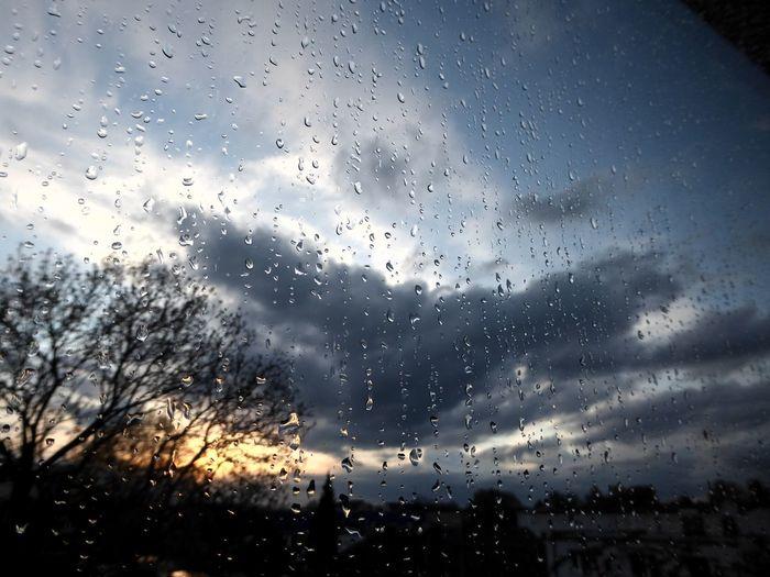 View Through My Window Sundown After Rain RainDrop Sunset Simple Beauty Eye4photography  For My Friends 😍😘🎁 Enjoyinglife  Enjoying The View Beauty In Nature Sundown, Nightfall, Close Of Day, Twilight, Dusk, Evening; Sunse Rainy Days☔ Springtime💛