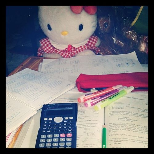"Kitty-kitty says, ""Your table is so messy, meow!"" Haha SecondWave Hellokitty Review Tuesdate Messy"