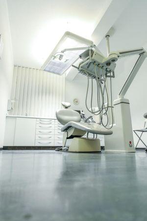 Zahnarzt Stuhl Zahnarzt Dentist EyeEm Selects Indoors  Chair Technology One Person Full Length Adult Day