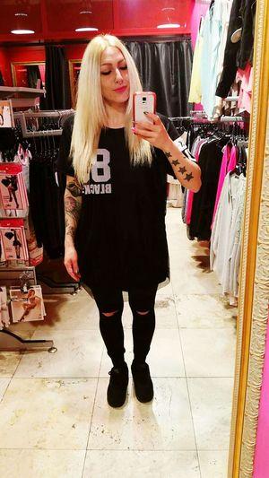 Today's look 89 Myshop Styleoftheday Mystyle Streetstyle Streetwear Nike Nikeairmax90 Hello World Blondiegirl Tattoosmodel