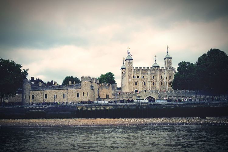 The Tower of London, from the River Thames Tower Of London History Henry VIII London England, UK Sightseeing City Water Cityscape Architecture Building Exterior Built Structure Castle Fortress Historic Historic Building