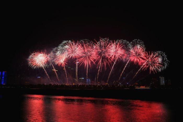 Happy Time Fireworks Red Multi Colored Nikon Nikon D7100 Xiangjiang River Changsha, Hunan