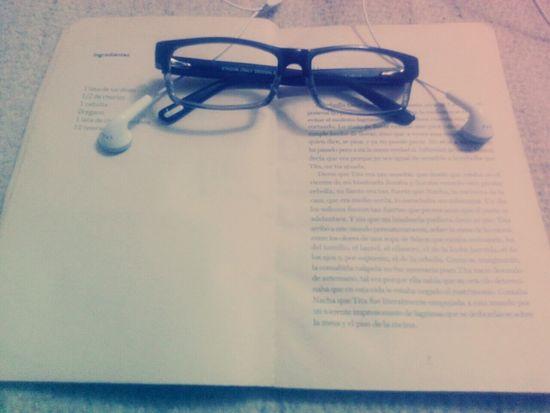 Ningun libro llega a ti por casualidad... Retomando viejos hábitos!! Relaxing Reading A Book !!
