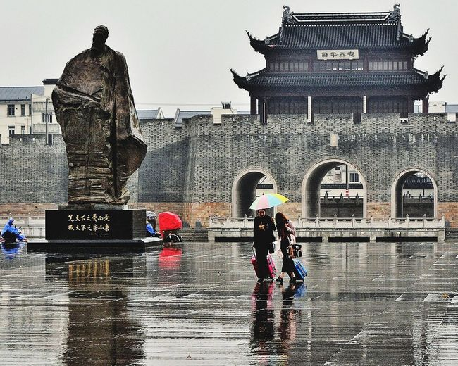 Rain Traveling In China Streetphotography Asian Culture Architecture