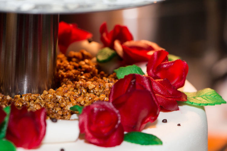 Close-up Food Food And Drink Ready-to-eat Red Roses Sweet Sweet Food Weeding Cake