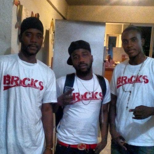 Cayes w/ @bricksbc & @junior ✌