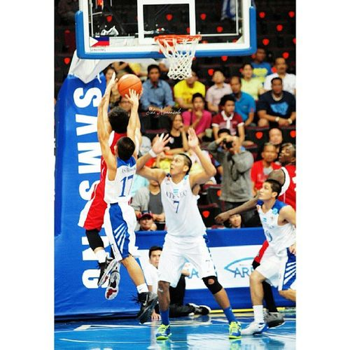 ADMU's Asuncion vs UE's Sumang @franasuncion Uaap76 Basketball Franasuncion Roisumang admu ue ateneoblueeagles ueredwarriors themanansala photography varsity