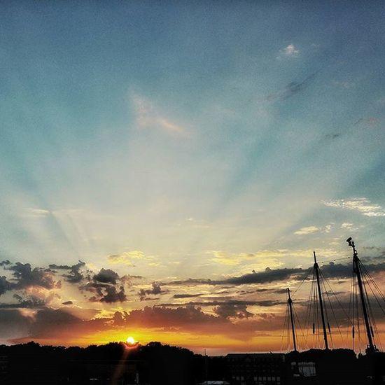 HRO Rostock Sonnenstrahlen Sonnenuntergang Sun Sunset Wasser Water Ostsee Breitling Ufer Sonnenaufgang Wolken Clouds Cloud Sun Mirror HDR Drama Sky Skyline Stadthafen Sail HanseSail HRO lro dbr ship like4like