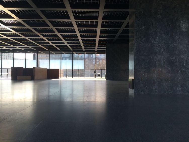 Neue Nationalgalerie All Empty