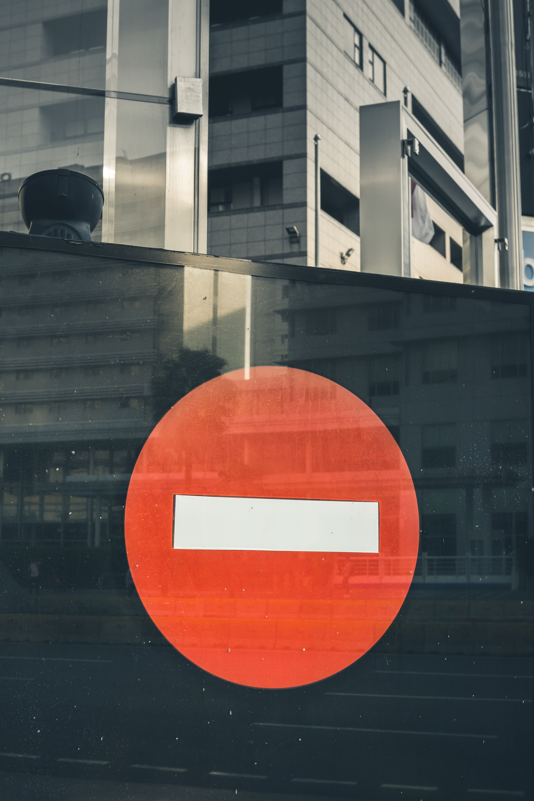 architecture, communication, sign, built structure, building exterior, circle, geometric shape, road sign, road, information, red, guidance, no people, do not enter sign, orange color, shape, information sign, day, outdoors, forbidden
