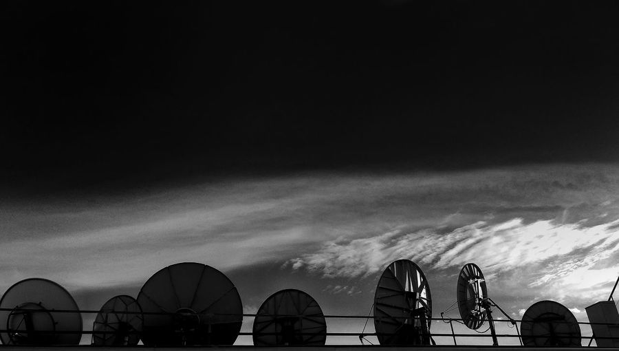 // Calling all stations // Sky No People Zgzcity Zgznocolor Zaragoza Bnw Building Exterior City Outdoors Astronomy Zgzstreet