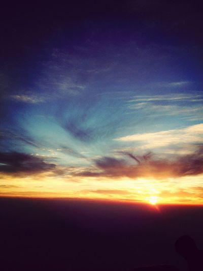 念願の御来光…ただただ感動。うまく言えないけど、太陽を見て涙が出たのは初めて。