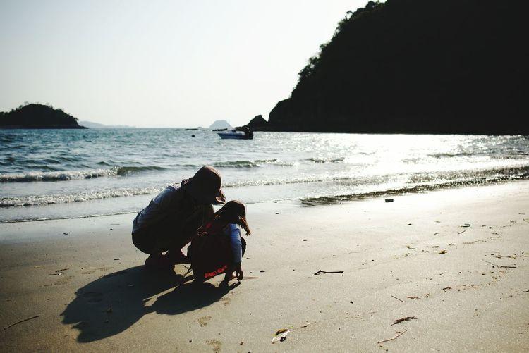 黄金週間の一時 Beach Sea Sand Two People Vacations People Full Length Horizon Over Water Outdoors Day Summer Togetherness Shadow Nature Water Women Real People Only Women Girl Mother & Daughter Mother And Child