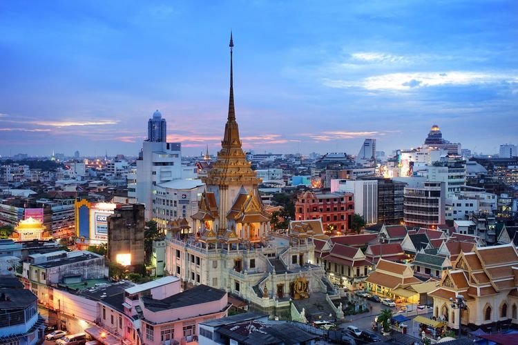 City scape of Bangkok , from here we can see the Golden buddha temple or Wat Trimid temple. Bangkok Bangkok Thailand Cityscape Landscape City Background Temple Town Townscene Twightlight Twightlight In Town Townscapes City Background Landmark Landscape_photography Beautiful Town Attraction Capital Capital City Bankok Landmark Thailand Attractive City Culture And Tradition