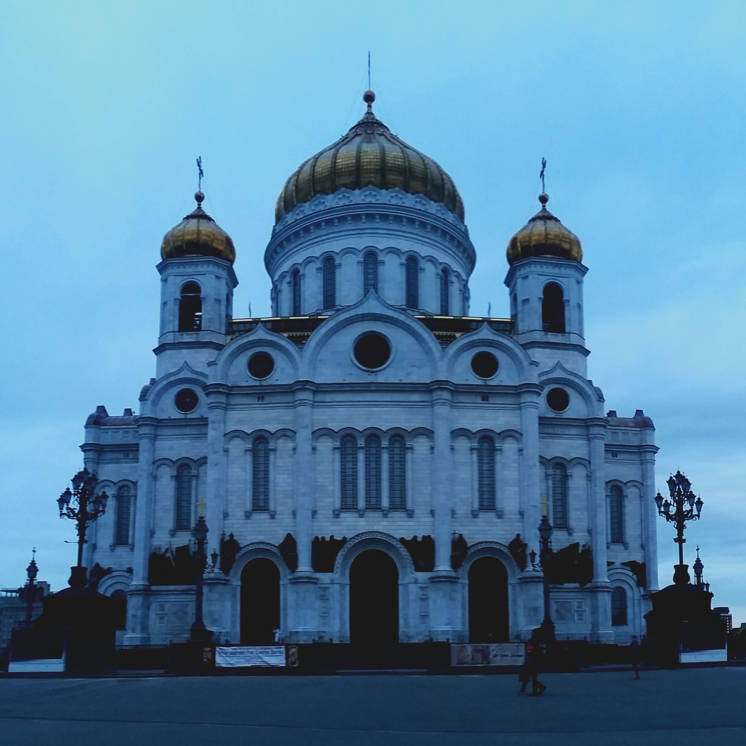 architecture, religion, dome, building exterior, place of worship, spirituality, built structure, history, outdoors, facade, incidental people, sky, travel destinations, day, low angle view, city, people
