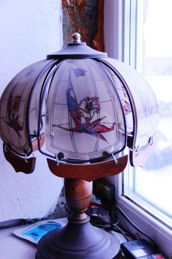 старинный торшер. торшер лампа  Абажур красивый старинный винтаж No People Reflection Day Architecture Window