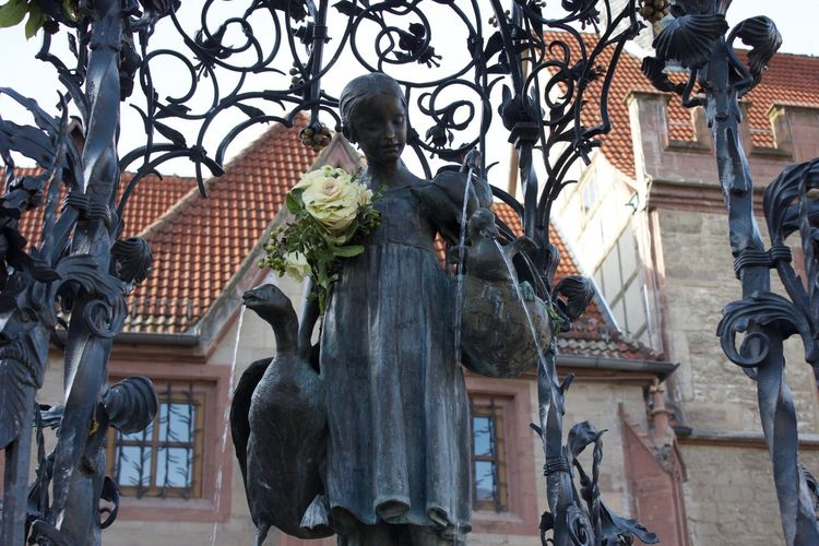 Gänseliesel Little Girl Goose Fresh Flowers Statue Fountain Marketplace Urban Spring Fever
