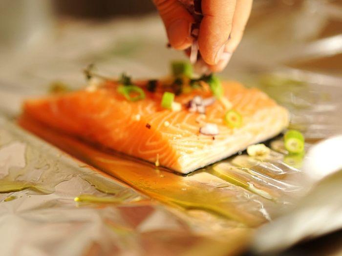 Salmon garnishing with onion