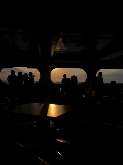 Entre sombras y luces Silhouette Real People Women Men Large Group Of People Leisure Activity Lifestyles Audience Group Of People Illuminated Musician Night People Adult