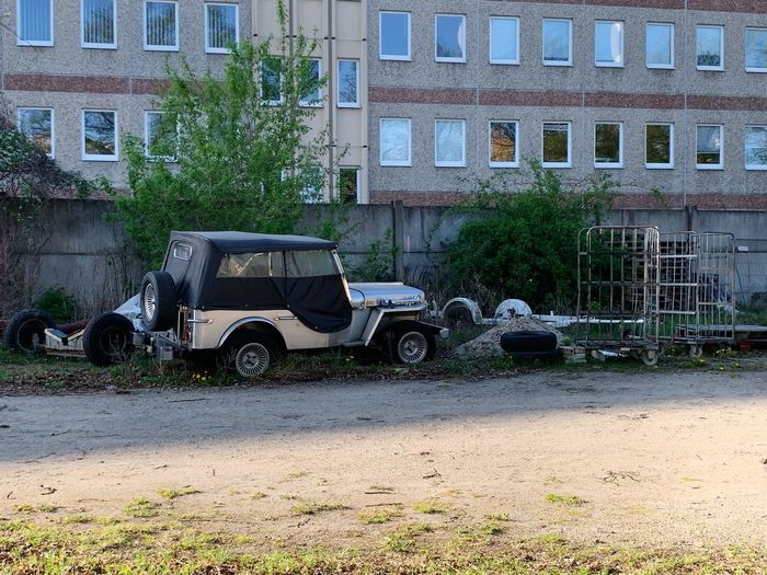 Jeep Building