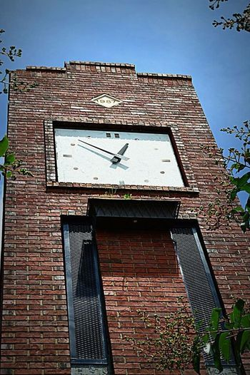 Simpsonville, SC clock tower (from portfolios) Photography by Joe Dean Clock Time Architecture Built Structure Clock Face Outdoors No People Hour Hand Minute Hand Instrument Of Time Clocktower Clocktowers Suburbs Suburbia Streetphotography Suburban Landscape Greenvillesouthcarolinaphotographer Quaint Perspective EyeEm Best Shots Simpsonvillesc Greatergreenvillesc Yeahthatgreenville Sky Day Small Town