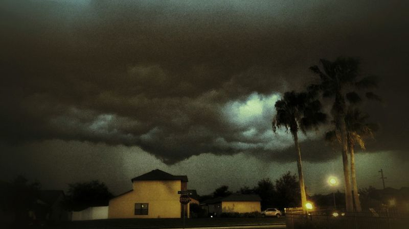 Watch The Sky Cloudscapes Twilight Scene A Storm Is Coming Light And Shadow Stormy Weather Amazing Clouds