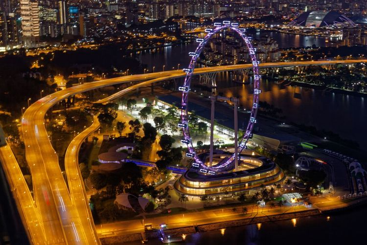 Beautiful capture of the Singapore Flyer Architecture Busy Road Ferris Wheel Nightphotography Singapore Singapore Flyer Busy Street Long Exposure Night