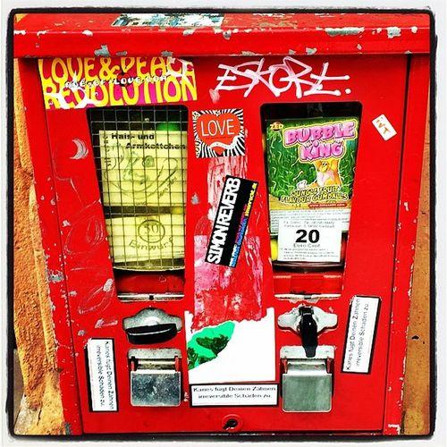 Kaugummiautomat Sandweg Frankfurt. Kaugummiautomat Kaugummi Kaugummiautomatenbande Frankfurt Frankfurtlovers Frankfurt_graffiti Lomoblog Tumblr