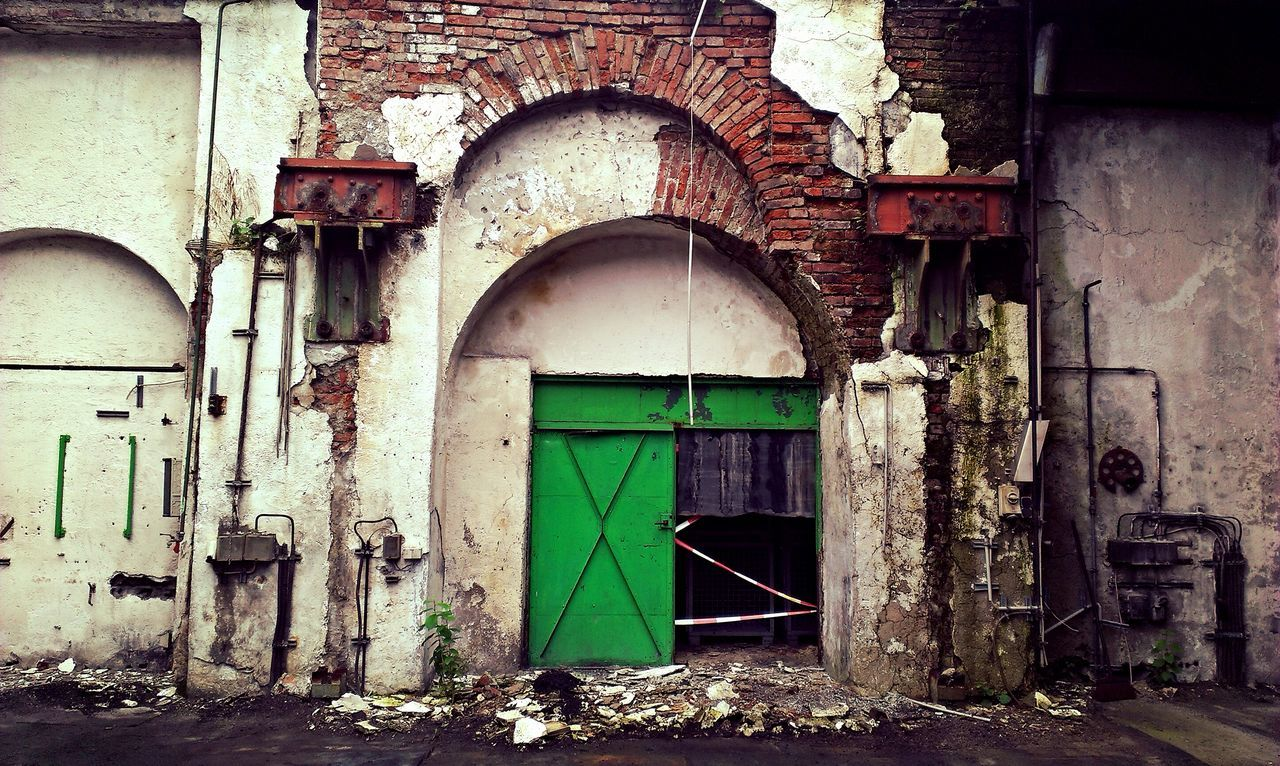 door, architecture, old, abandoned, building exterior, built structure, weathered, no people, damaged, arch, old ruin, doorway, day, outdoors