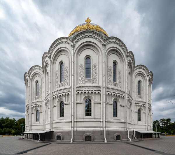 The Naval Cathedral of St Nicholas in Kronstadt (Saint Petersburg, Russia) seen from the back. Picture taken with the Venus Lens Laowa 12mm. Cathedral Church Naval Naval Cathedral Architecture Building Building Exterior Built Structure Cloud - Sky History Laowa12mm Low Angle View No People Orthodox Religion The Past Travel Travel Destinations Wide Shot