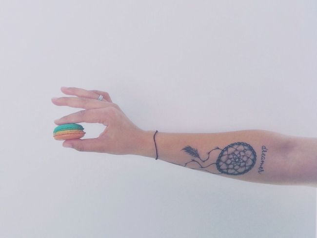 Starting my spring with something sweet 😊 Lifestyle Hands Tattoo Macaroons Springishere Livesimple Pastel