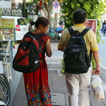 Tourist couple. Chiang Mai Thailand Walking Around Street Photography เชียงใหม่ ไทยแลนด์ เดินเล่น