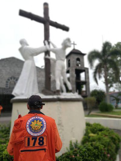 The Portraitist - 2018 EyeEm Awards Volunteer Nofilter#noedit Army Soldier Cross Men Religion Rear View Memorial Spirituality Crucifix The Traveler - 2018 EyeEm Awards