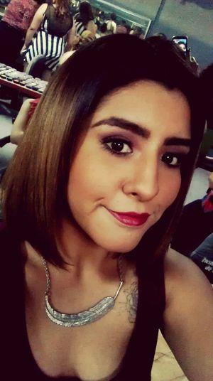 DEJAME CLAVARME YA EN LA ALBERCA DE TUS OJOS. That's Me Selfportrait Makeup Winecolor Violetta Poderguinda