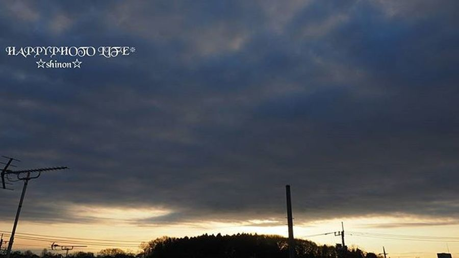 2016.01.08. * ケサソラ * おはようございます☀ 今はすっかり晴れましたが 夜明け直後は雲が出てました⛅ 今日も寒そうだし 風邪ひかないようにしなければ❗ * 空 雲 朝陽 明け方 空と雲 Goodmorning Sky Sunrise Sky Cloud Cloud 空photo Sora_photo S_shot ファインダー越しの私の世界 写真撮ってる人と繋がりたい 写真好きな人と繋がりたい ダレカニミセタイソラ Shinon_sky Shinon_sunrise_sky Olympusomd Olympus Om_d E_M1 Sky View