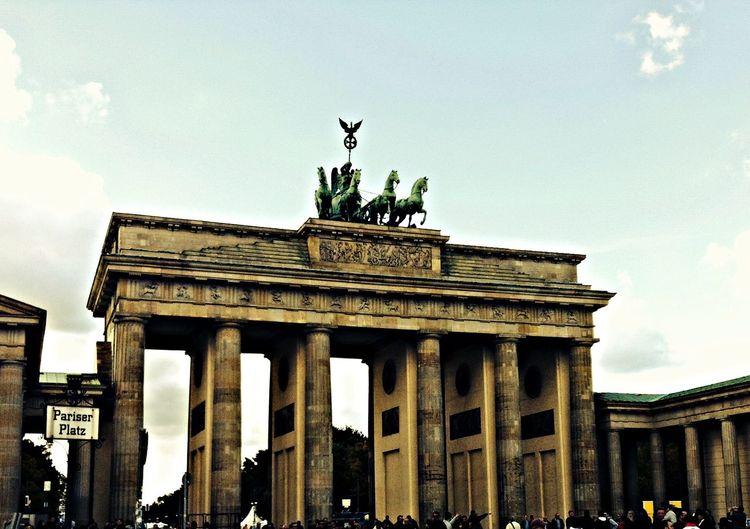 Berlin - Brandenburger Tor Sightseeing Taking Photos Berlin Enjoying Life