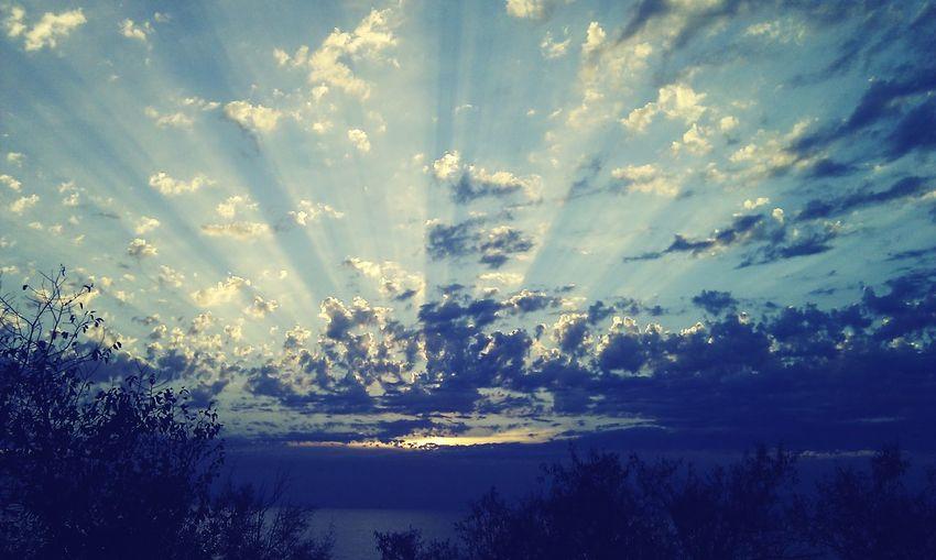 Daylight Beauty In Nature Sunset Cloud - Sky Sky Sunbeam Dramatic Sky Cloud