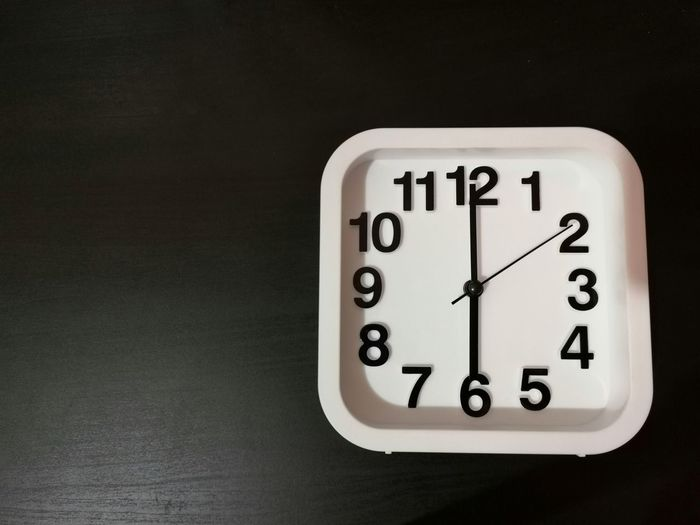 Clock shown 6