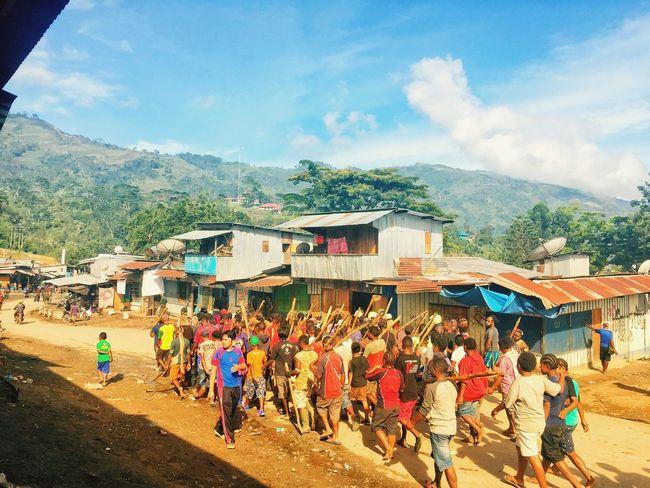 Persiapan Upacara Bakar Batu, Tolikara Papua Development Country RPJMD Papua Tolikara Karubaga