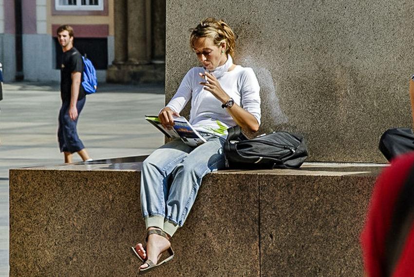Usmforyou Child Sitting Teenager Casual Clothing Full Length Adolescence  Education People Lifestyles Day
